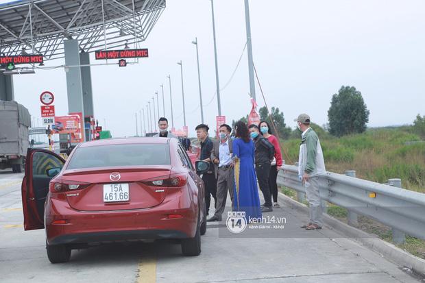 Đúng phút 89 nhà trai đành bất lực quay về, không thể vào Quảng Ninh đón dâu do dịch Covid-19 - Ảnh 2.