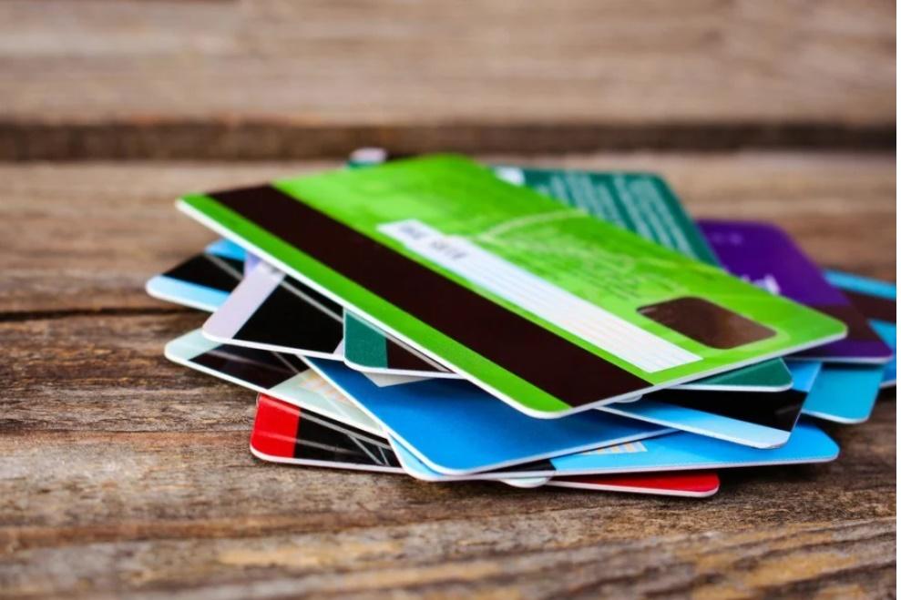 3 sai lầm khi sử dụng thẻ ATM khiến tiền của bạn không cánh mà bay-1