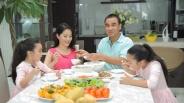 MC Quyền Linh: 'Với tôi, Tết không thể thiếu thịt kho hột vịt, dưa chua và canh khổ qua'