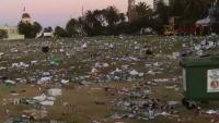 """Melbourne: Bãi biển St Kilda trở thành """"bãi chiến trường"""" sau lễ Giáng sinh"""