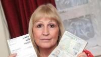 Mẹ U60 thoải mái đi nước ngoài bằng hộ chiếu của con U30 mà không ai phát hiện