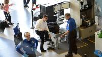 Nhân viên an ninh sân bay Mỹ thú nhận sự thật gây sốc liên quan đến khám xét hành khách