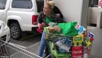 Úc: Một người phụ nữ trẻ ăn cắp số hàng hoá trị giá 600 đô