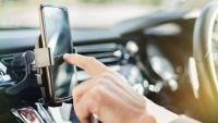 Úc: Quy tắc giao thông đường bộ mới có thể sẽ cho phép tài xế dùng điện thoại