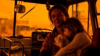 Hành trình trốn chạy của gia đình Úc khỏi cháy rừng: Rời bỏ thị trấn 'Địa đàng', gói ghém đồ đạc lên xe và thuyền lang thang vô định
