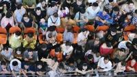 Sân bay Tân Sơn Nhất chật kín người dân đón Việt kiều về quê ăn Tết Canh Tý 2020, trẻ em và người lớn ngủ vật vờ dưới sàn