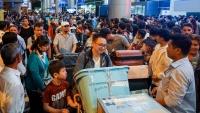 Sân bay Tân Sơn Nhất đông nghịt người đón Việt kiều