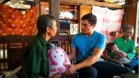 Thầy giáo Mỹ và hành trình 'thắp bình minh' ở Việt Nam