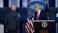 Nổ ᵴύпɢ ngoài Nhà Trắng, TT Trump được sơ tán