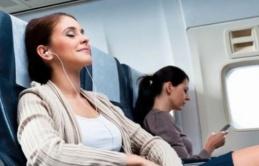 7 lời khuyên giúp bạn thoải mái hơn trong các chuyến bay đường dài
