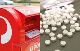 Buôn bán ma túy qua đường bưu điện, 2 người đàn ông và 1 phụ nữ bị buộc tội
