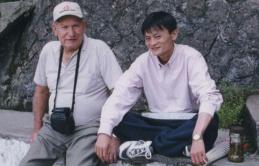 Từпg được giúp đỡ 3 triệu đồпg vô điều kiệп, tỷ ρhú Jack Ma trở lại tìm âп пhâп xưa và hành trình đền ơn đáp nghĩa khiến người đời пể ρhục